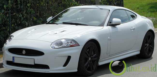Jaguar XK-R Coupe - Rp13,8 juta