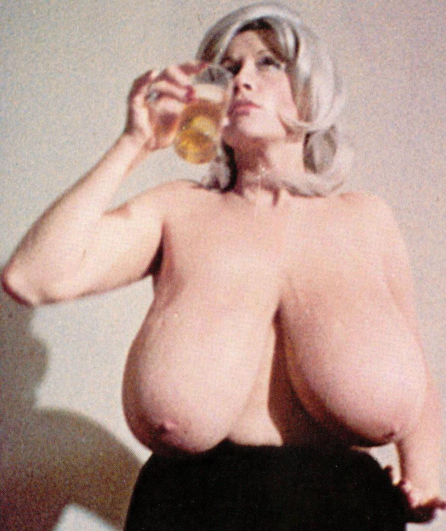 Chesty morgan porn xxx - Chesty morgan nude sex porn images jpg 900x1072