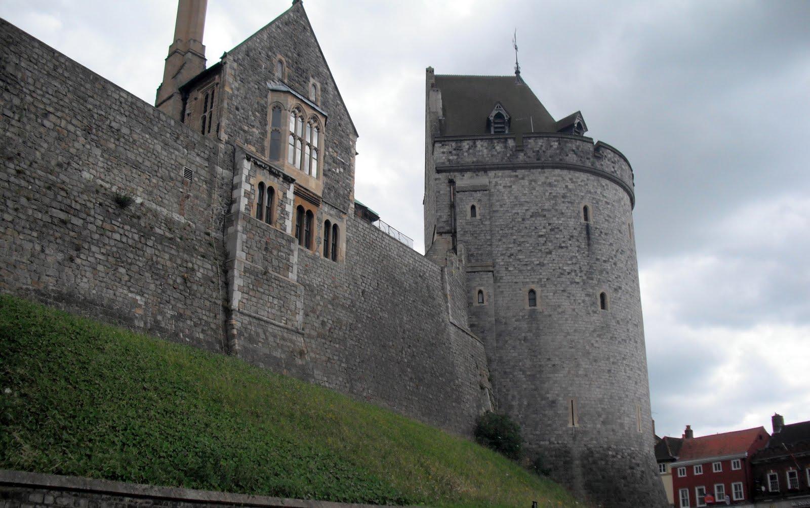 http://2.bp.blogspot.com/-93cBo-61bs0/ThlmqLLDkRI/AAAAAAAAAIA/39zVYF9aEuk/s1600/7-9_Windsor_Castle11.jpg