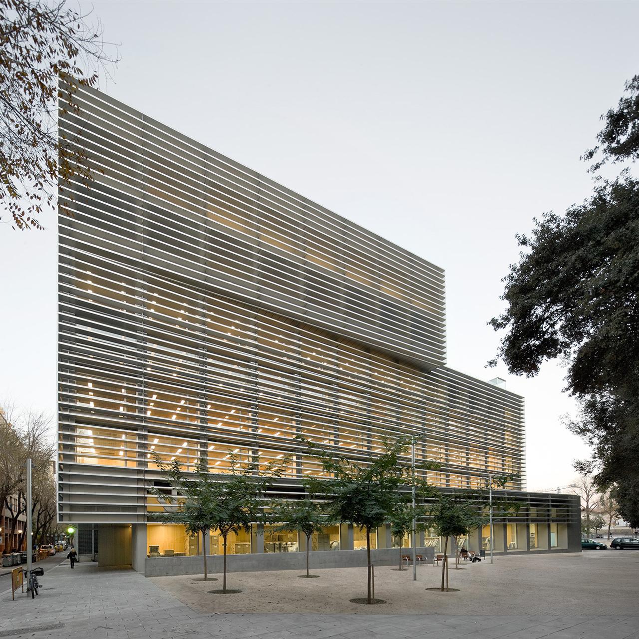Oficinas de la seguridad social en el raval bcq arquitectes - Oficina seguridad social granada ...