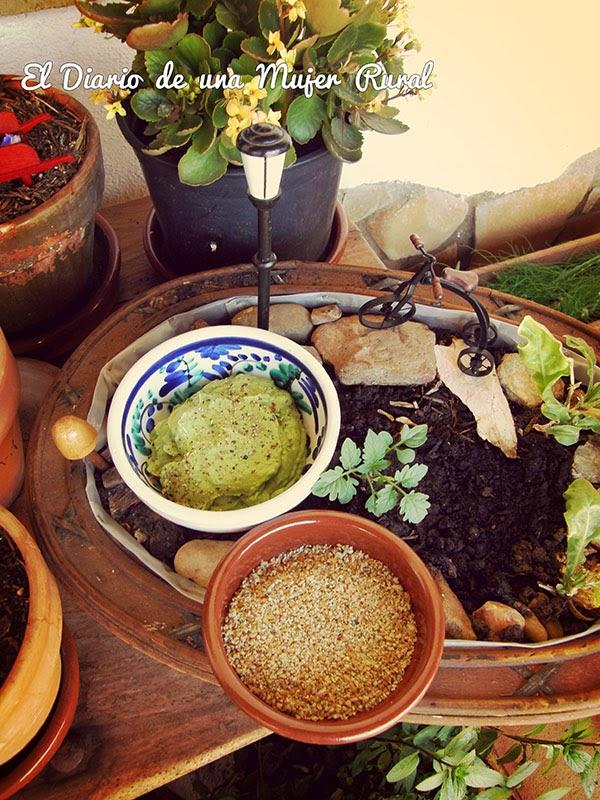 Salsa de aguacate y semillas molidas