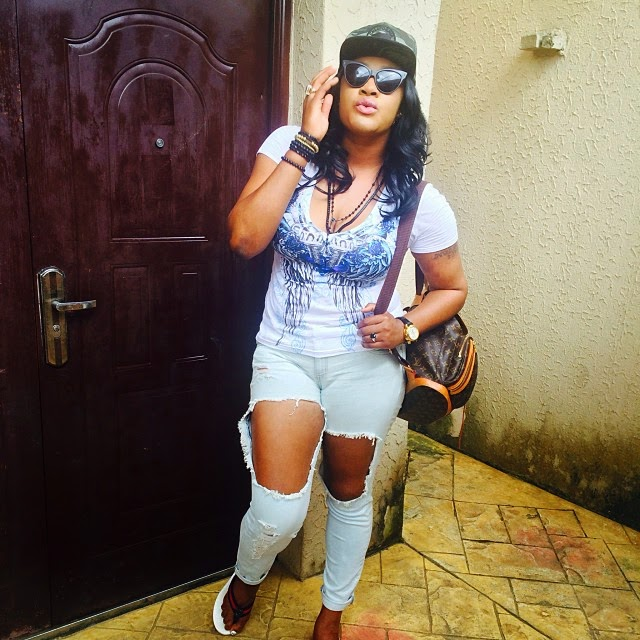 Actress Angela Okorie Rocks Very Ripped Jeans! – Photos