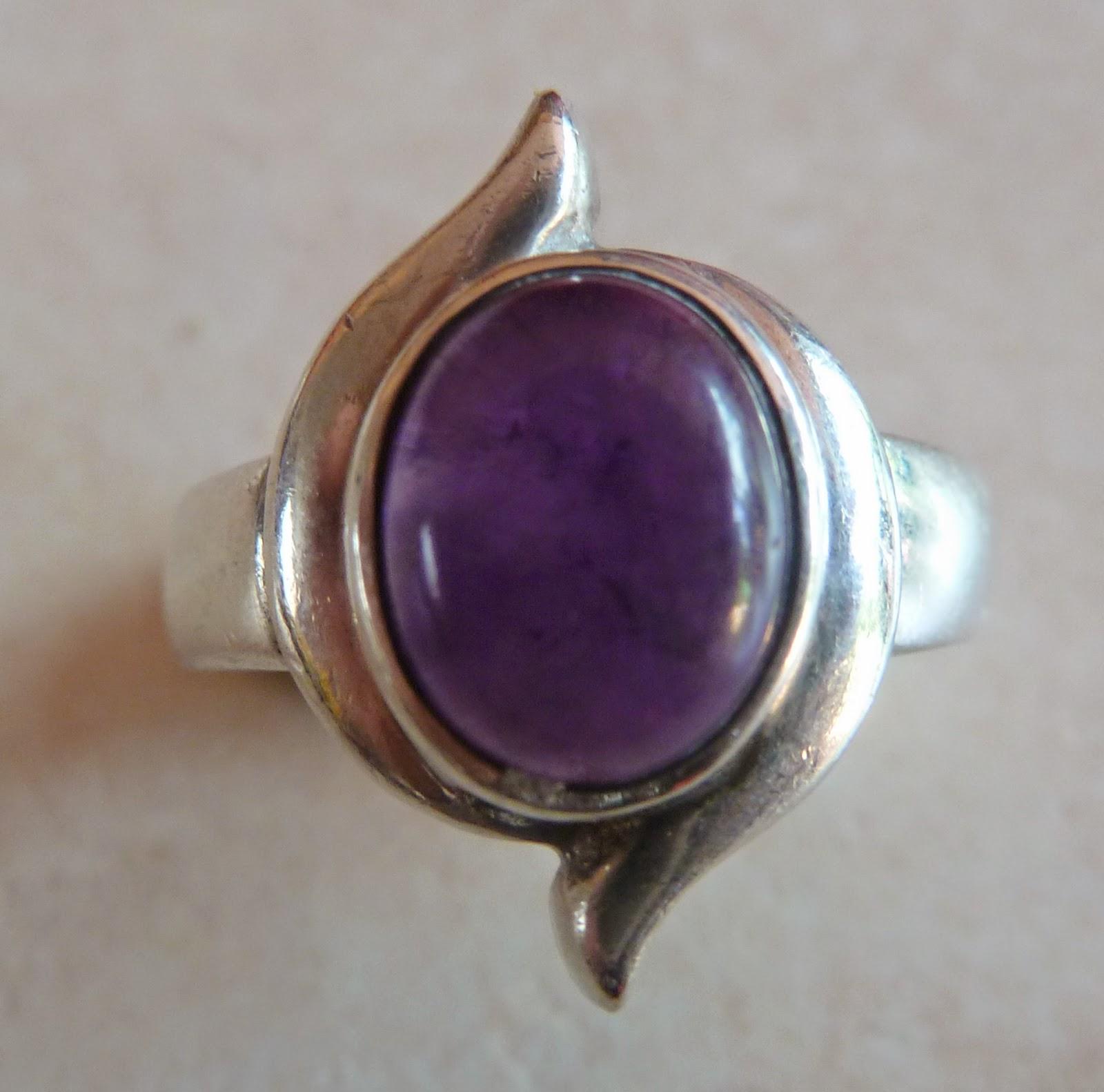 http://www.kcavintagegems.uk/sterling-silver-and-amethyst--modernist-style-vintage-ring-67-p.asp
