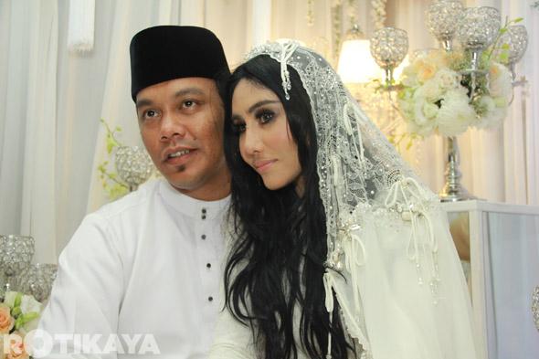 15 - Gambar Pernikahan Ella dan Azhar Ghazali