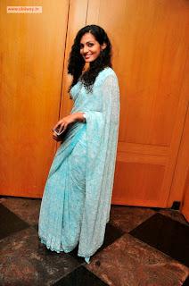 Mariyaan-Heroine-Stills-Parvathi-Menon-in-Saree