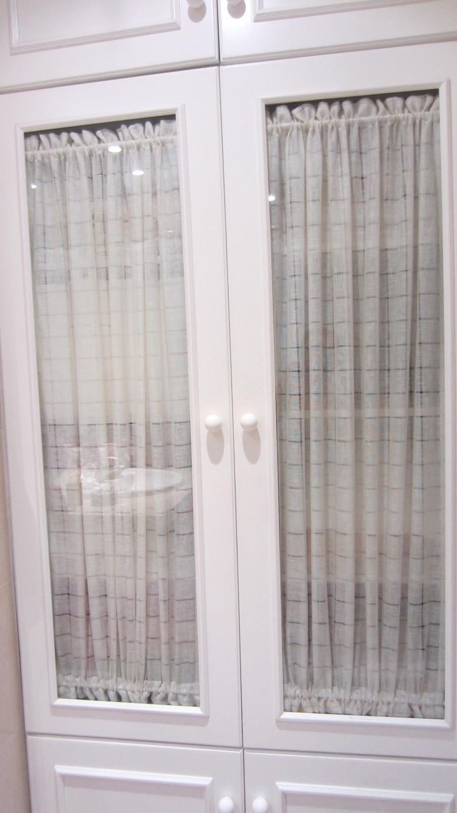 Patrones de costura visillos para muebles - Armario con puertas de cristal ...