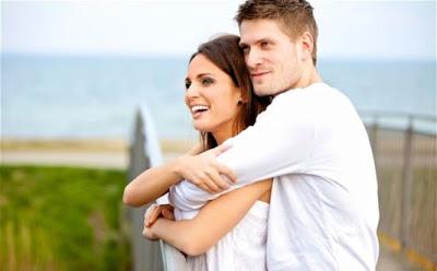 حركات تقوم بها المرأة تدل على رغبتها بممارسة الجماع ,رجل يحضن يحتضن امرأة حبيبته,man holding his wife woman girlfriend