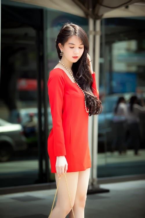 Ngọc Trinh diện váy ngắn khoe chân dài trắng xinh|raw
