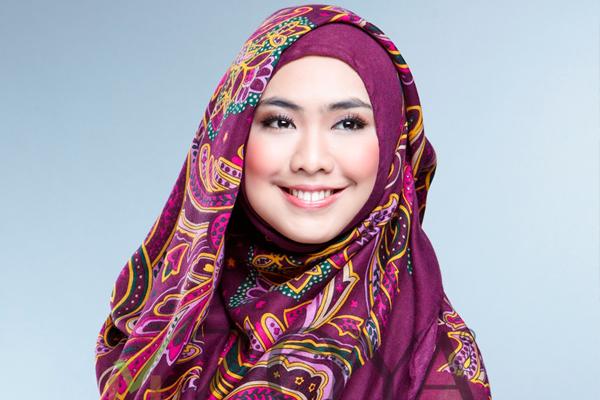 Jilbab Modis Oki Setiana Dewi