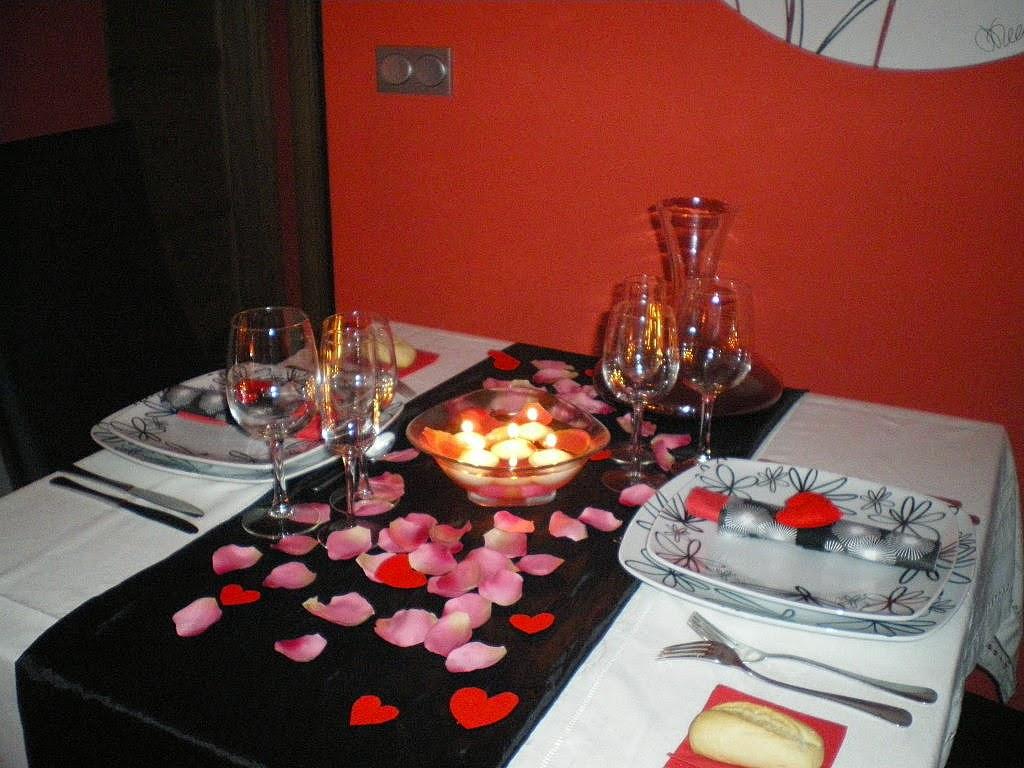 Imagenes para decorar camas y mesas romanticas en san for Cena original y sencilla