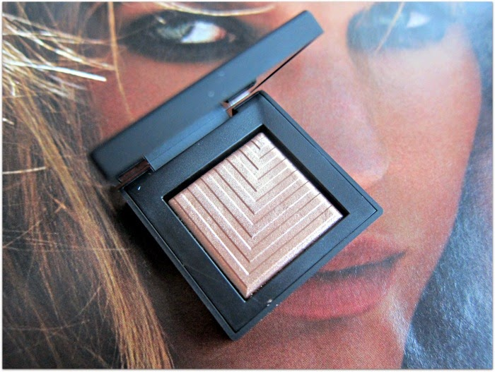 NARS Dual Intensity Shadow Himalia