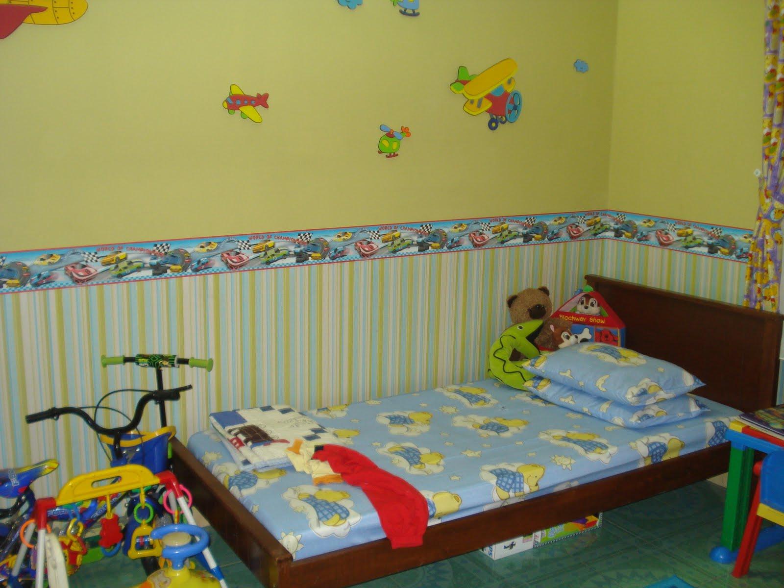 Tauke Langsir Pilih Wallpaper Kidland Untuk Bilik Anaknya