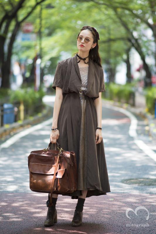Model Yuka Mannami wears Oliver Peoples Sunglasses and vintage at Shibuya Tokyo 東京渋谷で撮影したモデルの萬波ユカのスナップ。