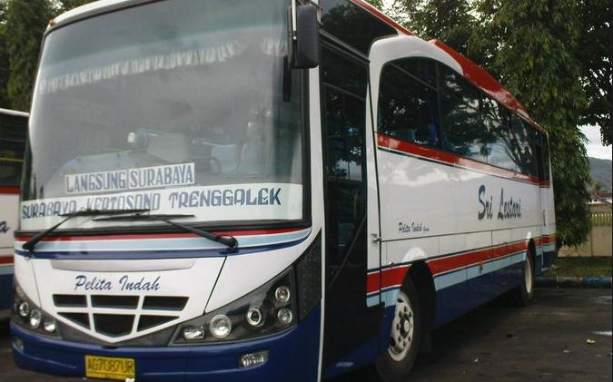 Bus Pelita Indah menuju Trenggalek
