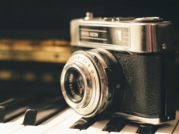 http://2.bp.blogspot.com/-961Tc9GouoI/VNAZvQ6pFkI/AAAAAAAAGPw/SnoAZiypEcI/s1600/Vintage-Camera.jpg