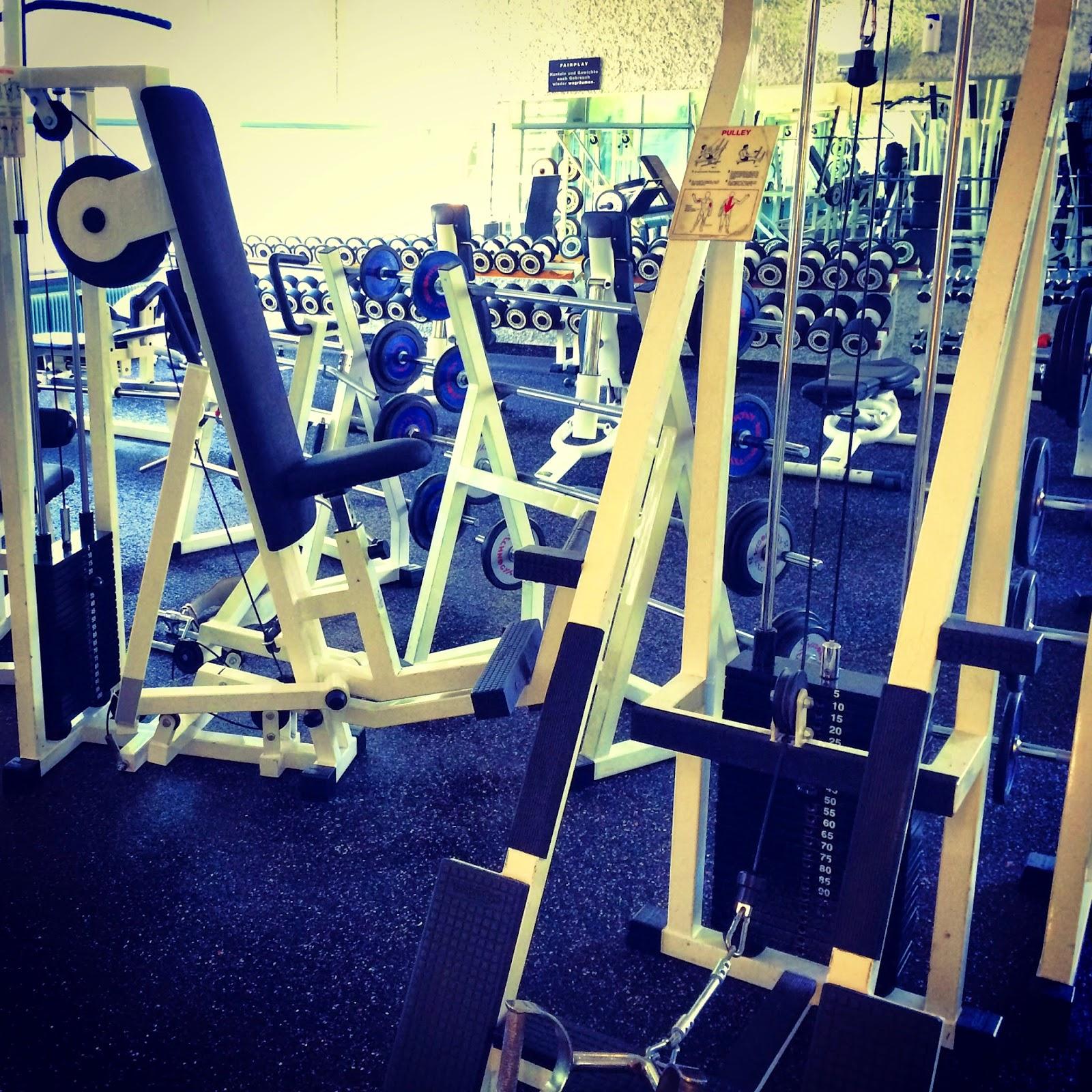 Gym, Muskeln, Hanteln, Spiegel, selbstverliebt, muscles, dumbbells, mirror, self-indulgent