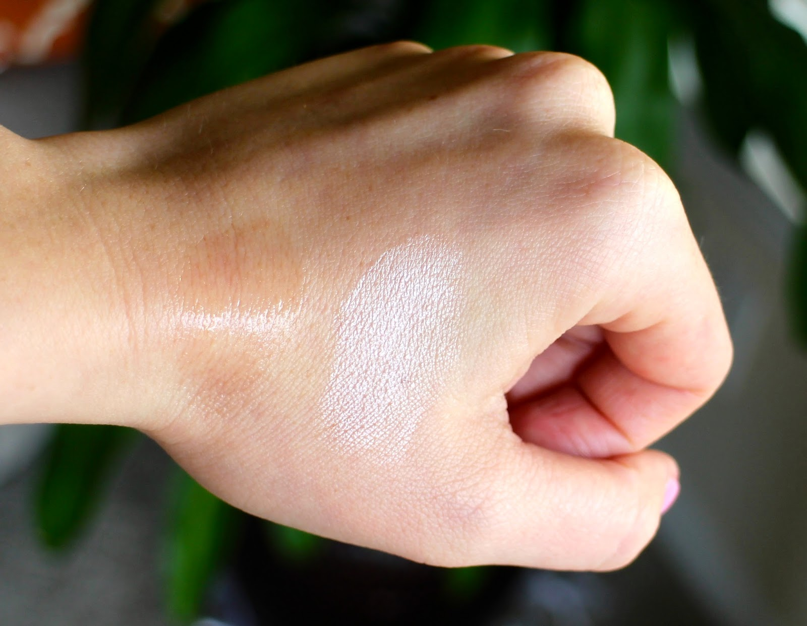 Body Shop Radiant Highlighter Swatch