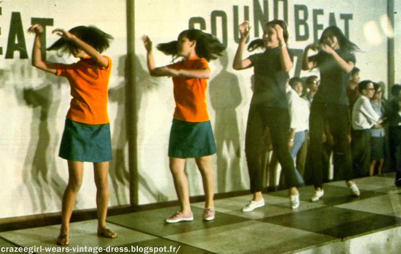 Jerk  cover-girls  bikinis   les jeunes Chinoises à l'heure de Londres  - 1967 mod mini skirt twiggy gogo quant sound beat 67 1960 60s années 60 vintage AGE TENDRE TETE DE BOIS