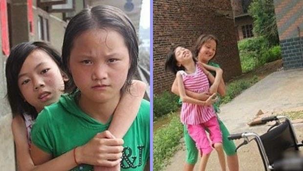 Gadis Cilik ini Memanggul Sahabatnya Untuk Sekolah Setiap Hari