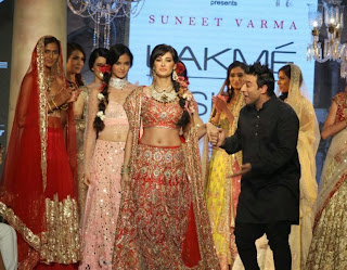 Nargis Fakhri Pictures On The Ramp in Suneet Varma Stylish Dress at Lakme Fashion Week 2015
