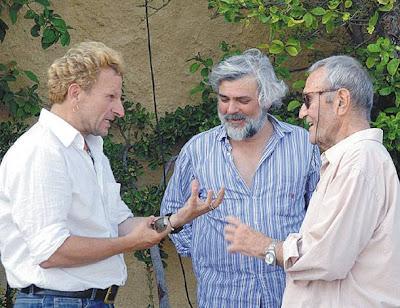 Στημένη φωτογραφία με τον Μιχαήλ Μαρμαρινό, τον Νίκο Καραθάνο και τον Γιάννη Βογιατζή δεξιά