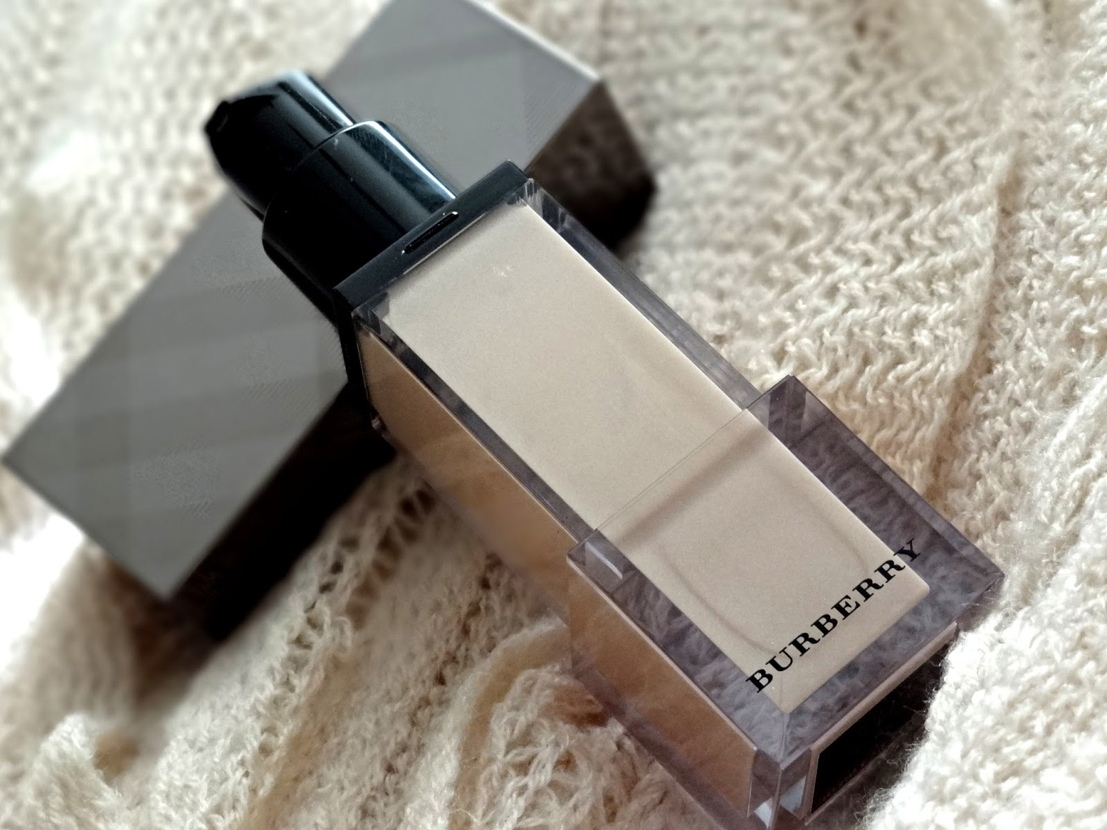 Burberry Fresh Glow Luminous Fluid Base in Nude Radiance
