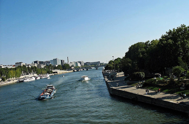canal in paris