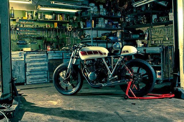 Mercenary garage xs workshop for Garage custom moto