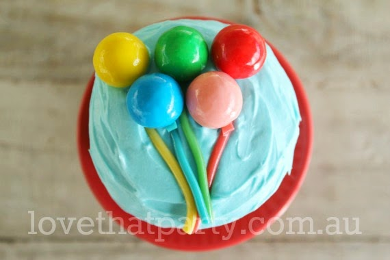 easy cake decorating, simple birthday cakes, balloon cupcake, circus party
