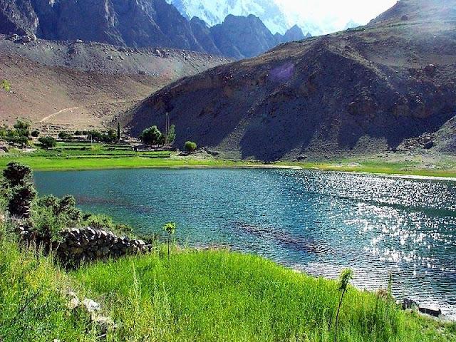 Boret+Lake+Gojal+Hunza.jpg