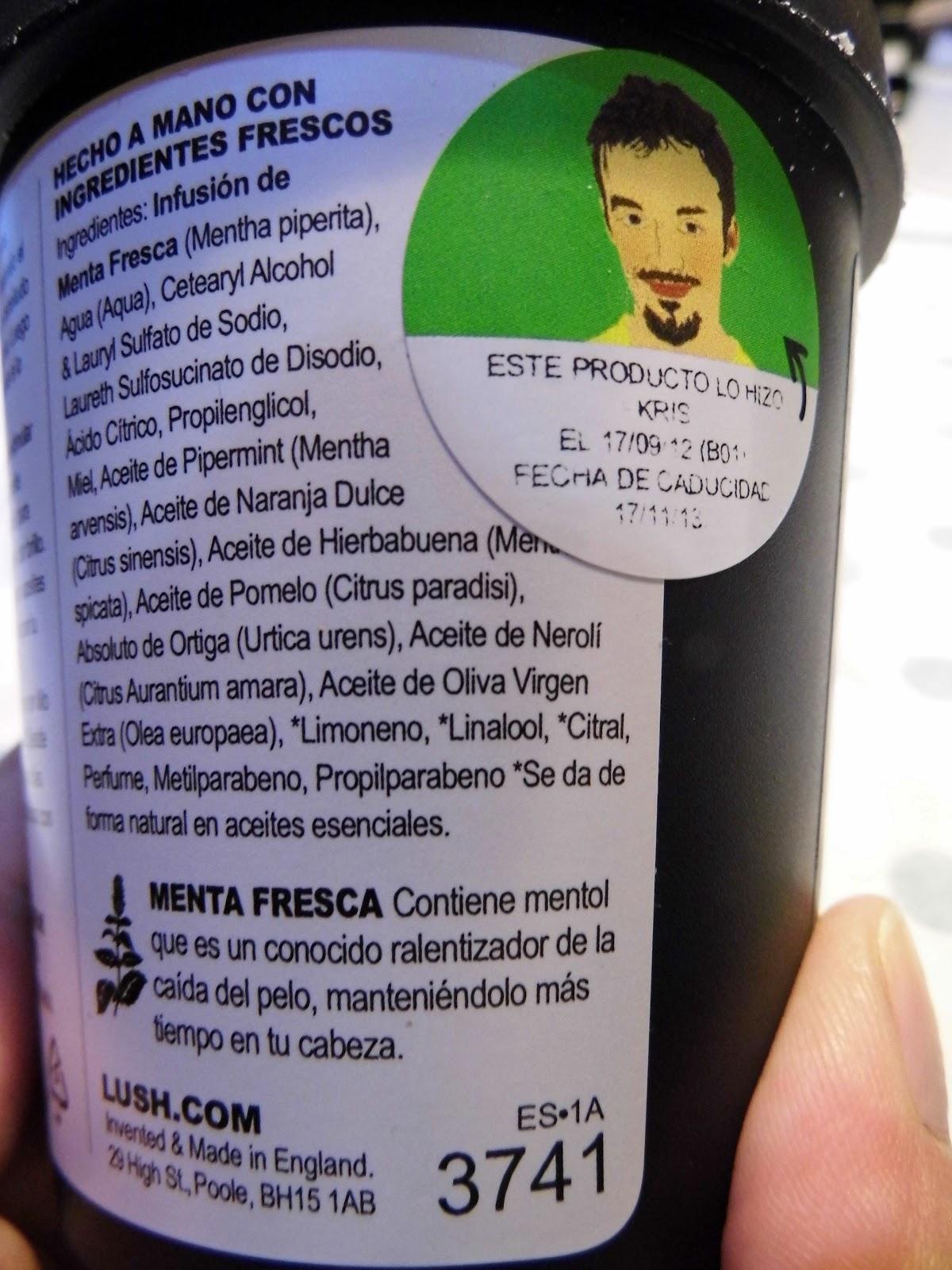 Humedecer los cabellos por el aceite de coco