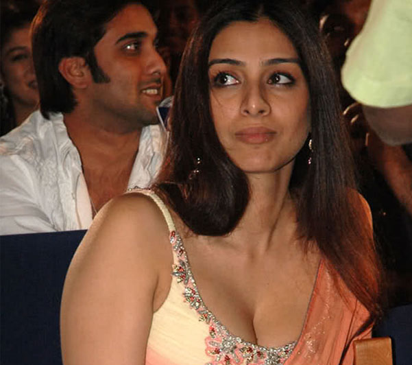 kollywood tollywood tabu unseen in blouse without saree