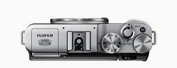 Fotografia della Fujifilm X-M1 vista dall'alto