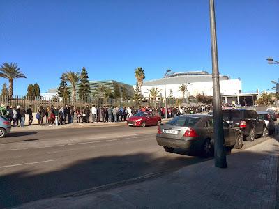 Era increible la cantidad de gente que quería entrar en el XII Salón del Manga de Valencia