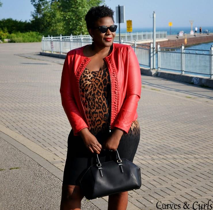 PLus size Canadian fashion blogger streetstyle