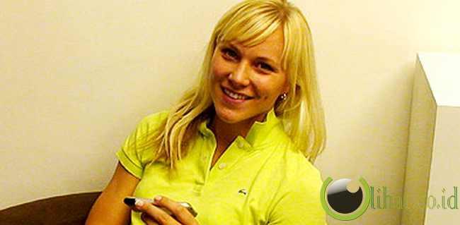 Johanna Frisk, Swedia