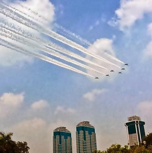 Jet tempur Sukhoi memayungi Jakarta