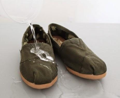 sepatu tahan air