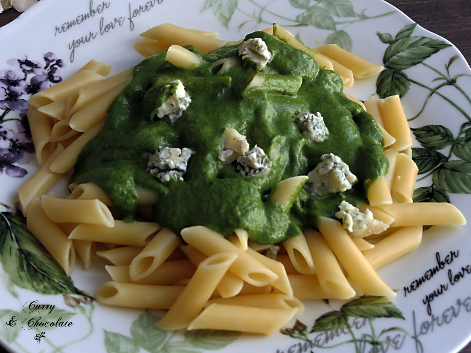 Pasta con crema de espinacas y queso gorgonzola – Pasta with spinach and gorgonzola cheese