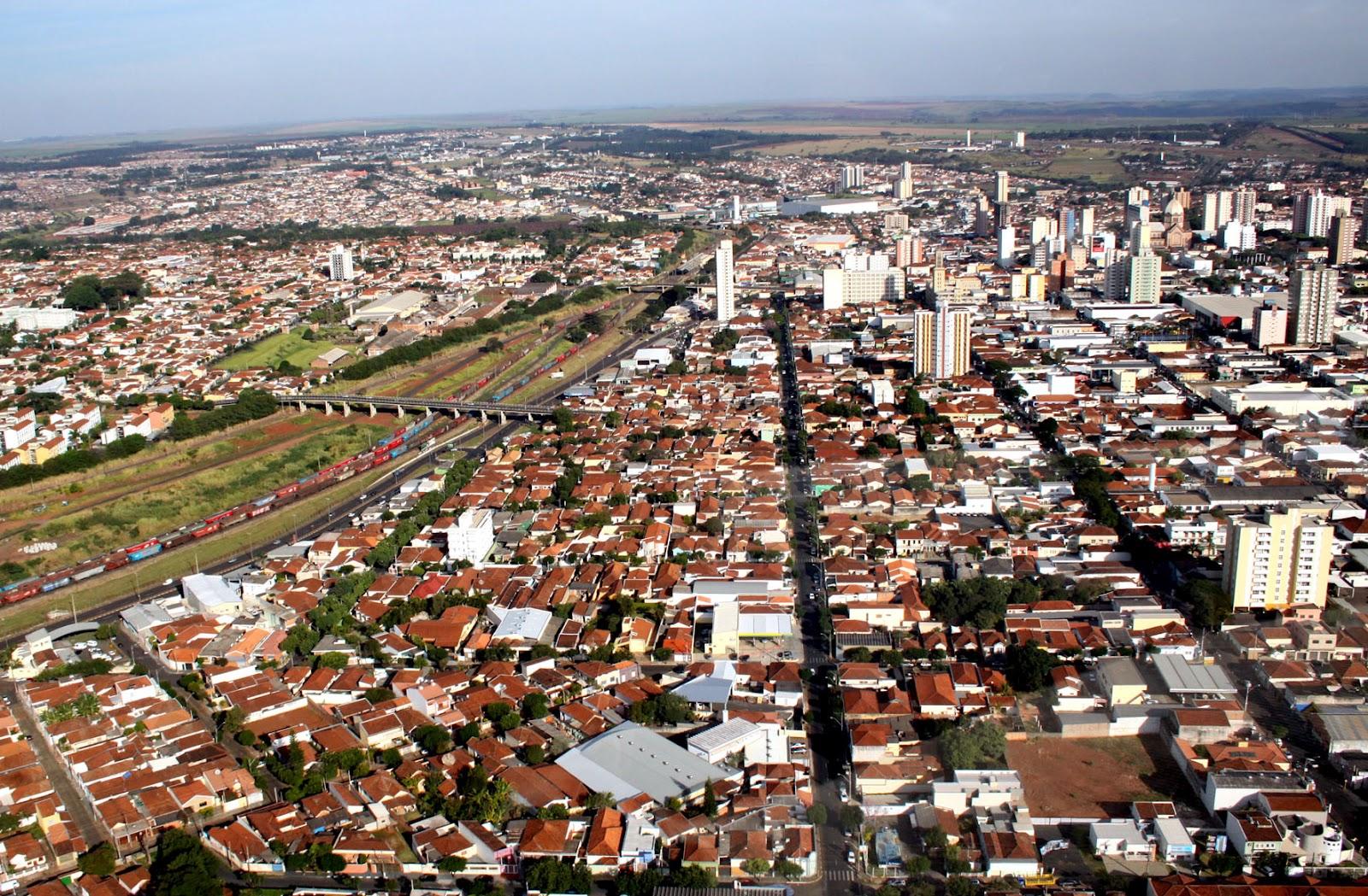 http://2.bp.blogspot.com/-9A9Kd5006bo/T716n6IR-jI/AAAAAAAAAGQ/_T_weDUmcPc/s1600/Foto+arquivo+Vista+geral+da+cidade+de+Araraquara+Foto+Sergio+Pierri.jpg