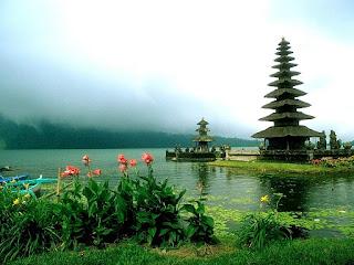 Mewarnai Gambar Tema Bali - Gambar Pura Di Bedugul