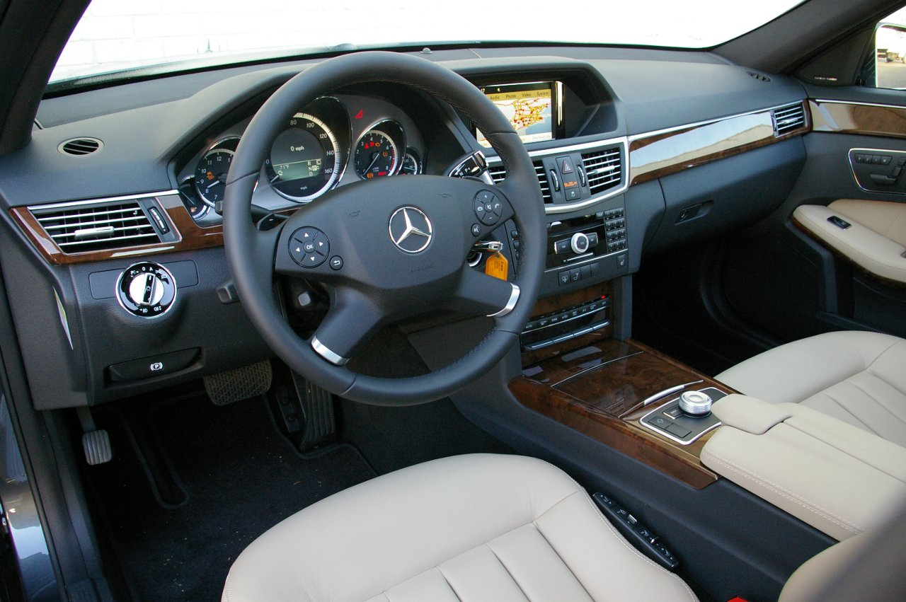 http://2.bp.blogspot.com/-9AMDwgsbyV8/TeEwDQTWBXI/AAAAAAAAAKw/KpaZaROFLWU/s1600/car_wallpaper_2010_Mercedes-Benz_E350_interior_wallpapers_cars_auto.JPG