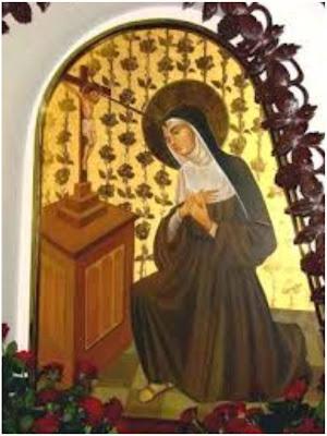 Imagen de Santa Rita monja, orando ante Jesus en la Criz.
