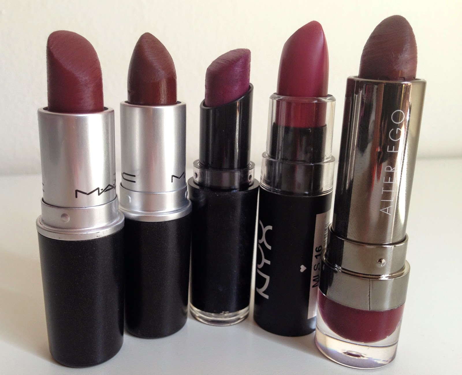 The gallery for --> Mac Currant Lip Liner With Diva