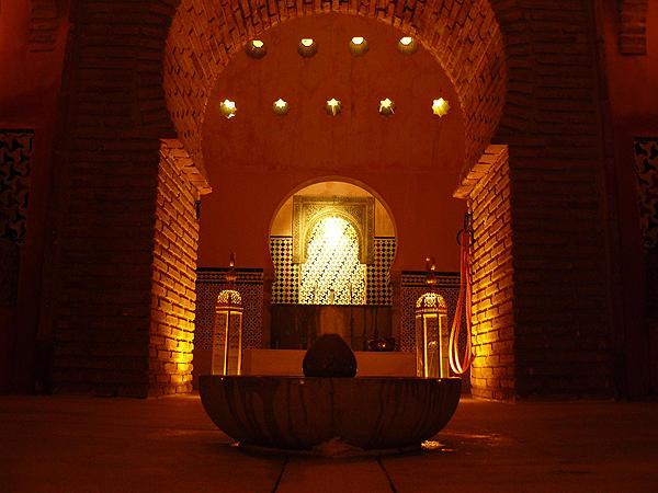 Baño Arabe Granada San Miguel:  En este lugar hay bares para ir de tapas algo típico en Granada