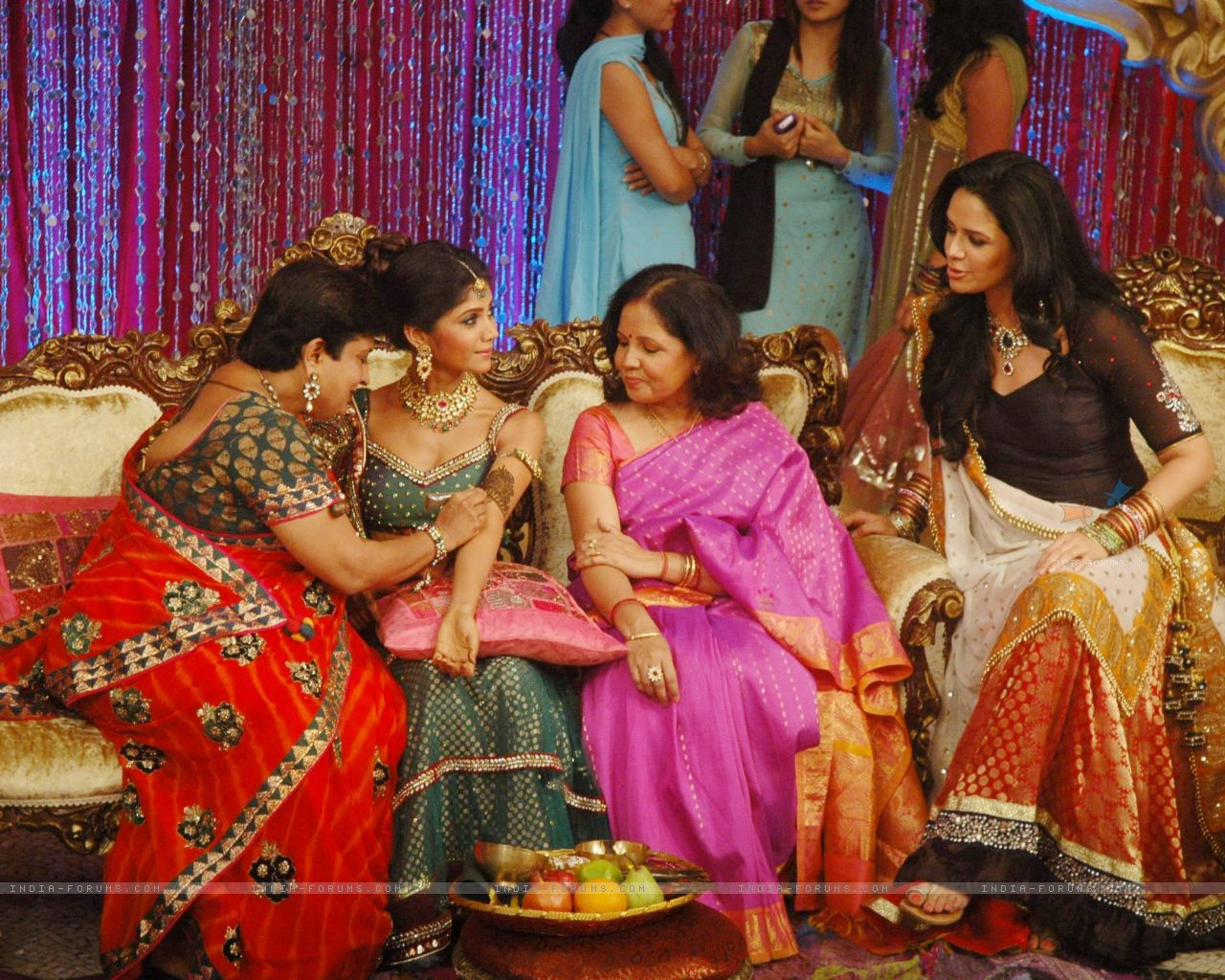 Mehndi Ceremony : Mehndi ceremony on the sets of swayamvar season ratan