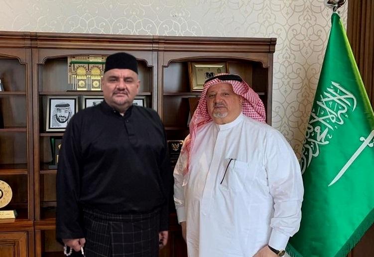 د. رشيد بن محمد الطوخي مع السـفير السـعودي عصام الثقفي