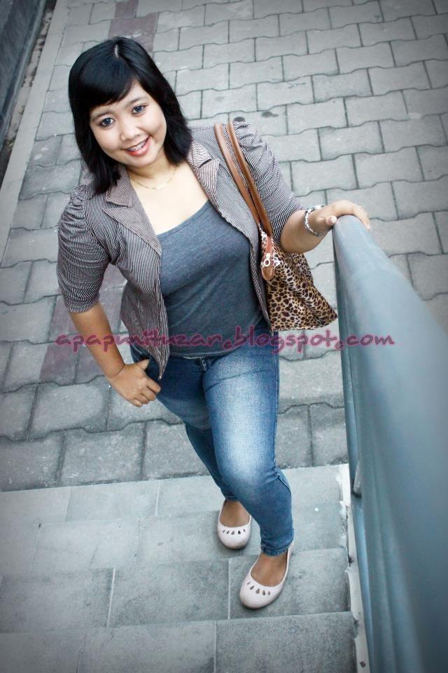 Putih Mulus Montok Semok Bohay Meki Legit Pic 10 of 30