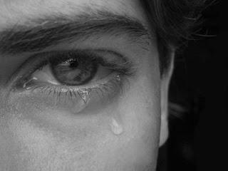 Gambar lelaki sedih menangis