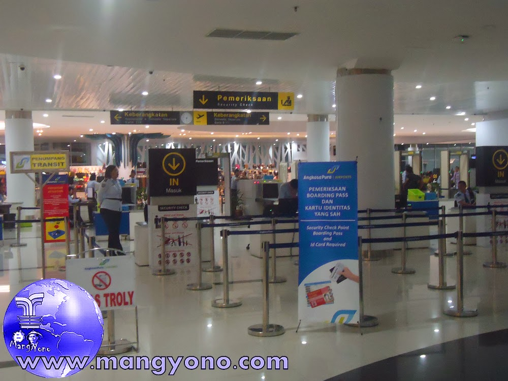 Boarding Lounge Bandara Sepinggan, Balikpapan. Jepretan dari lantai 2 sekalian nurunin barang bawaan di lori, karena lori sampai disini.  Pada Tgl. 8/12/2014